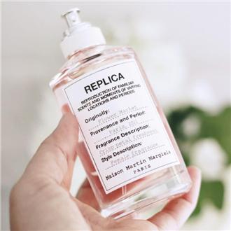 真实还原还沾着水汽的花花们 Maison Margiela Replica 系列– Flower Market 鲜花市场香水