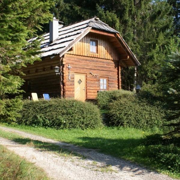 山涧木屋的悠长假期