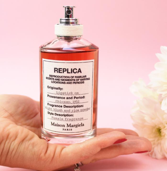 第一次偷偷涂抹了妈妈的口红,约会时初吻留在心间的悸动!Maison Margiela Replica 系列– Lipstick On 画唇