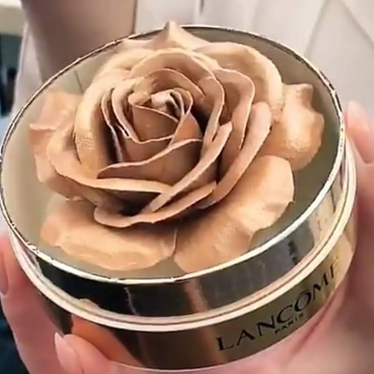 一年一度的兰蔻玫瑰来啦!!Lancome Starlight Sparkle La Rose A Poudrer 星光闪耀玫瑰腮红粉