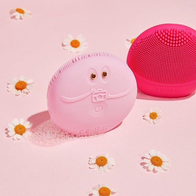 可以和APP连接,还能测试皮肤饱水度,设定私人清洁方案!大眼萌仔 FOREO LUNA fofo 洗脸仪来咯!!