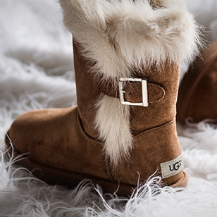 冬天来啦,我们不仅要保暖,还要潮~! 许多明星心头爱的UGG雪地靴