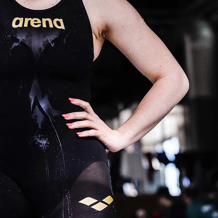 集炫彩塑形和持久耐用于一身 Arena专业游泳运动装备