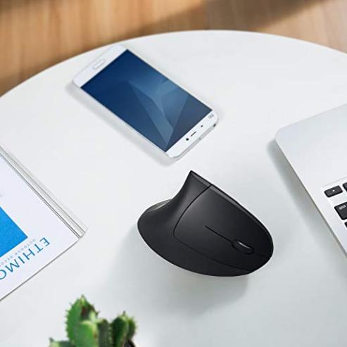 拒绝鼠标手  Anker 2.4G垂直无线光学鼠标