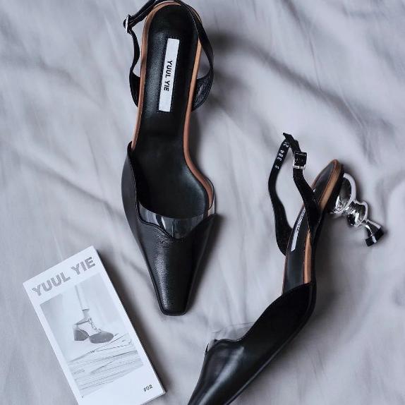 YUUL YIE 小众美鞋 黑色异形跟凉鞋