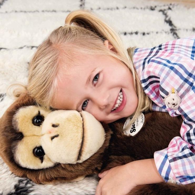 还记得那个萌翻大人和小孩的金耳扣泰迪熊吗? 现在Steiff童装来啦!