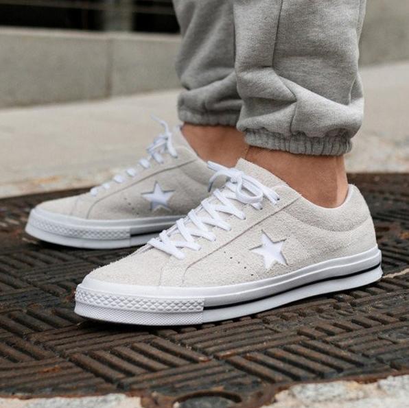 匡威CONVERSE One Star Ox 灰色绒面运动鞋