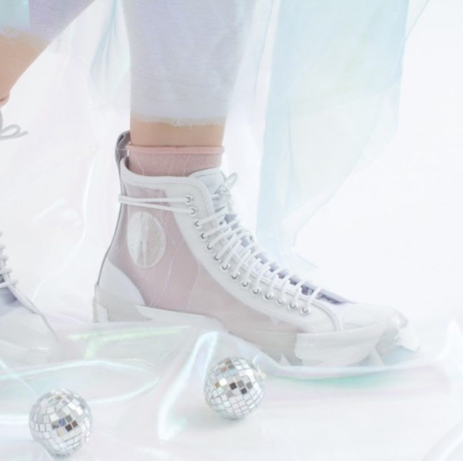 CONVERSE 与《Frozen 2》推出联名鞋款 半透明款