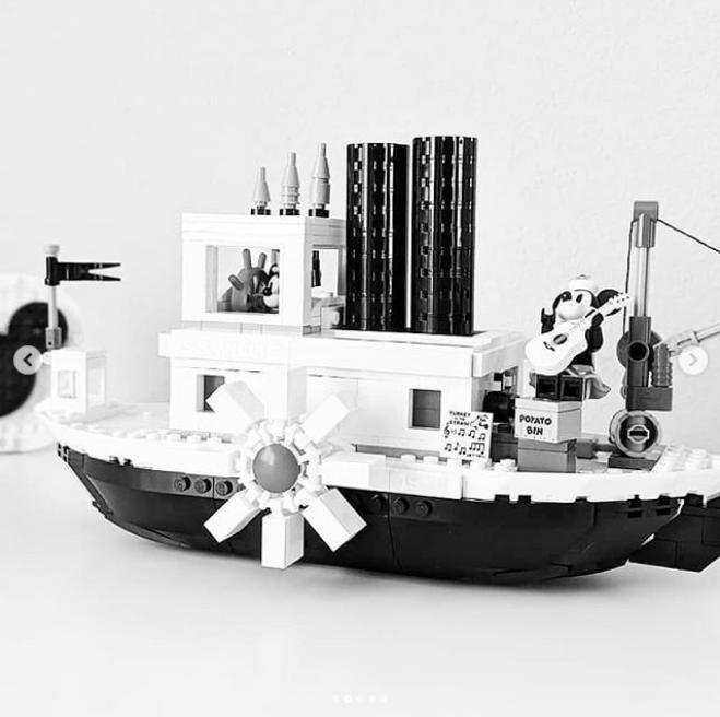 Lego x Disney Mickey Mouse 鼠年怀旧版黑白蒸汽渡轮!