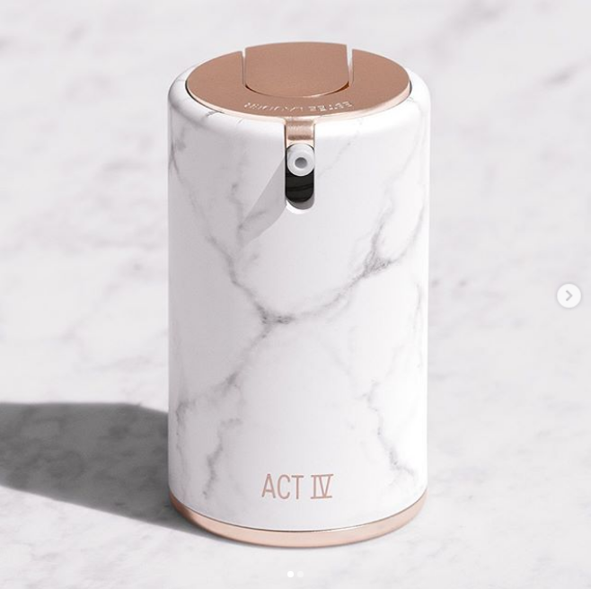 Estée Lauder 雅诗兰黛创始人曾孙女Danielle Lauder 个人系列The Act IV collection最新彩妆!大理石罐装妆前乳