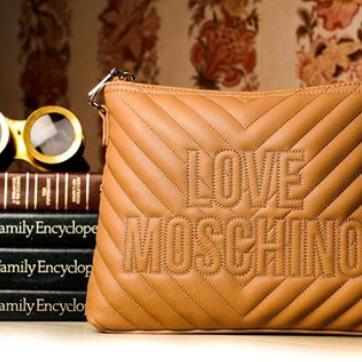 年轻的心Love Moschino