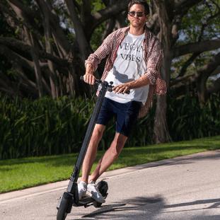 CITY BLITZ 轻型便携电动踏板车