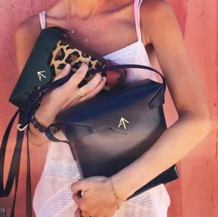 火遍时尚圈的包包——Manu Atelier! Pristine矩形包