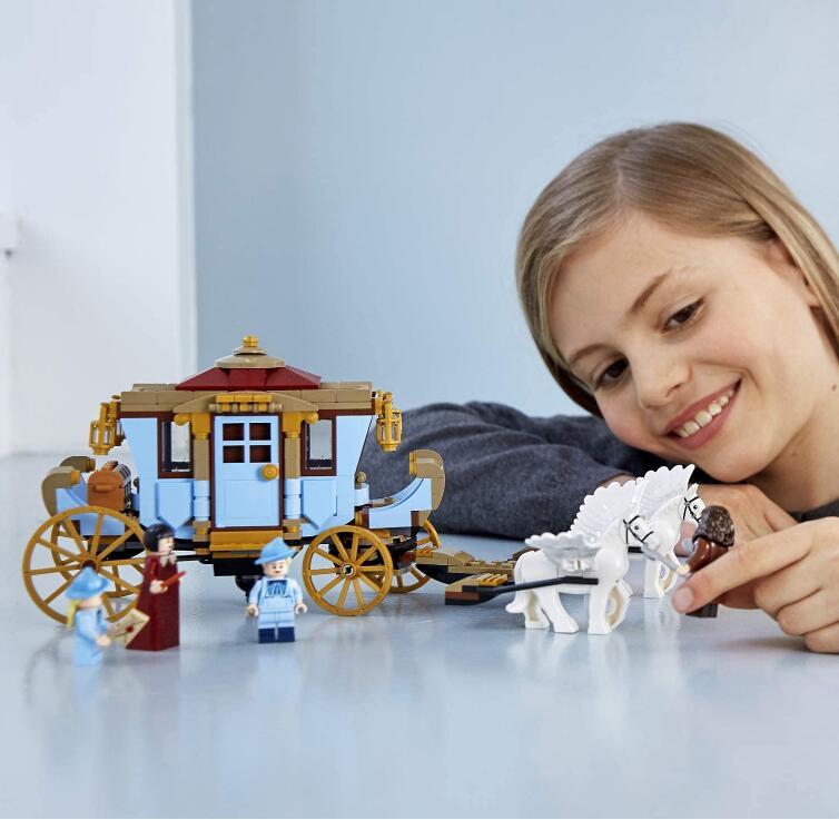 驾驶马车冲上天空,向霍格沃茨疾驰! LEGO哈利波特系列75958 布斯巴顿的马车:抵达霍格沃茨