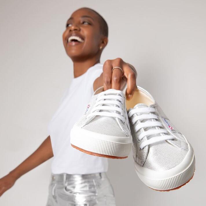 凯特王妃和钟小姐都爱的Superga帆布鞋