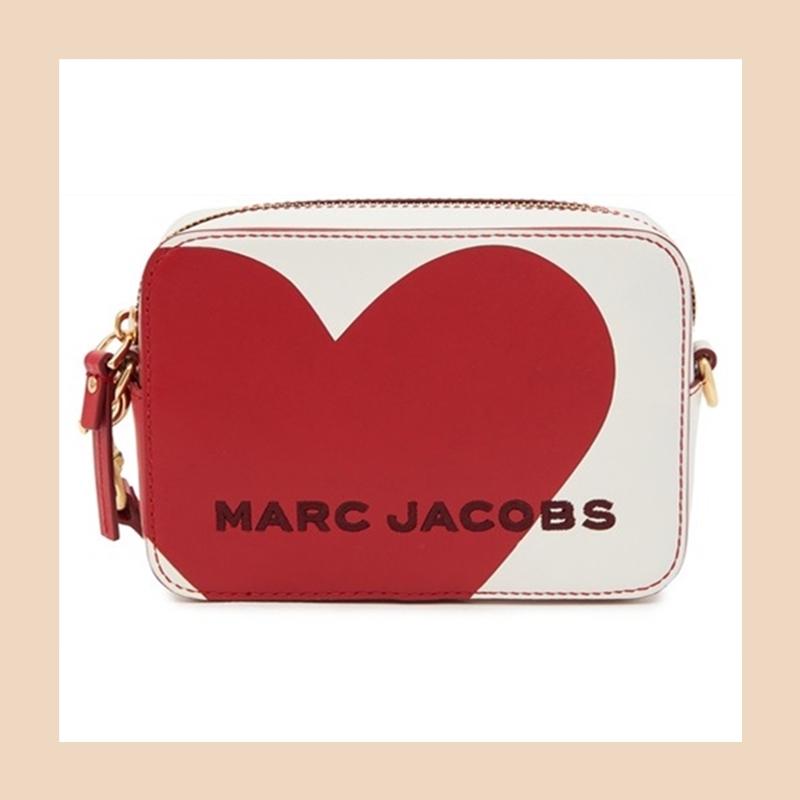 这款包包有点不一般!Marc Jacobs 心形图案斜挎包