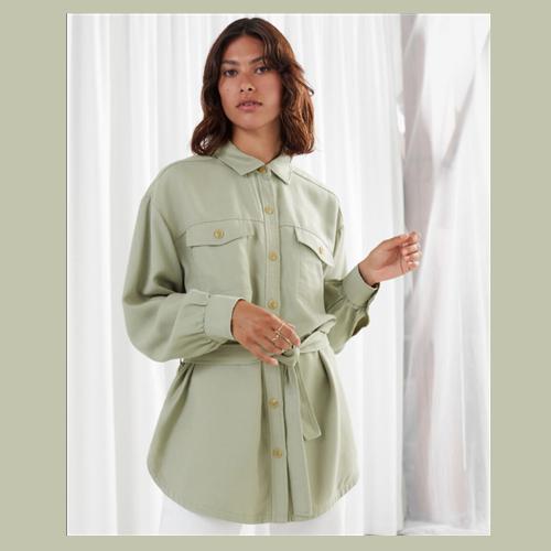 内搭外穿两相宜的&other stories绿色系带衬衫