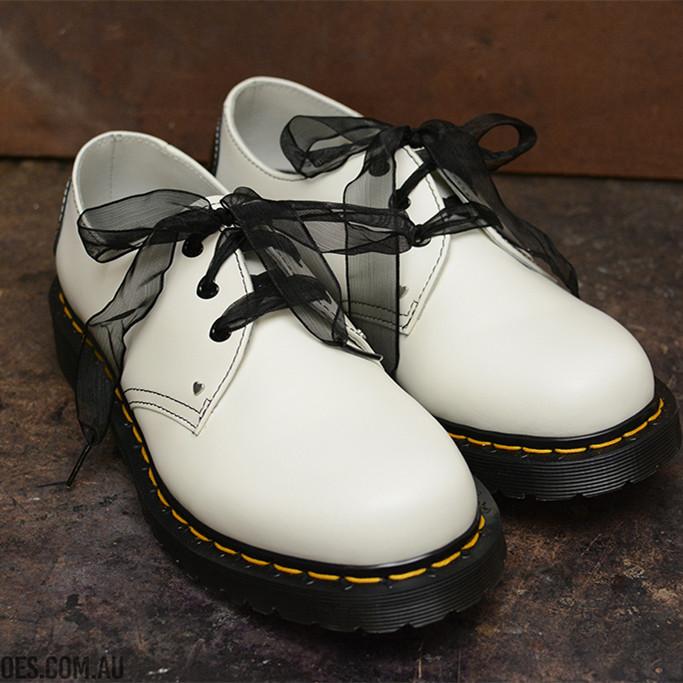 狙击少女心的Dr. Martens丝带款低帮马丁靴