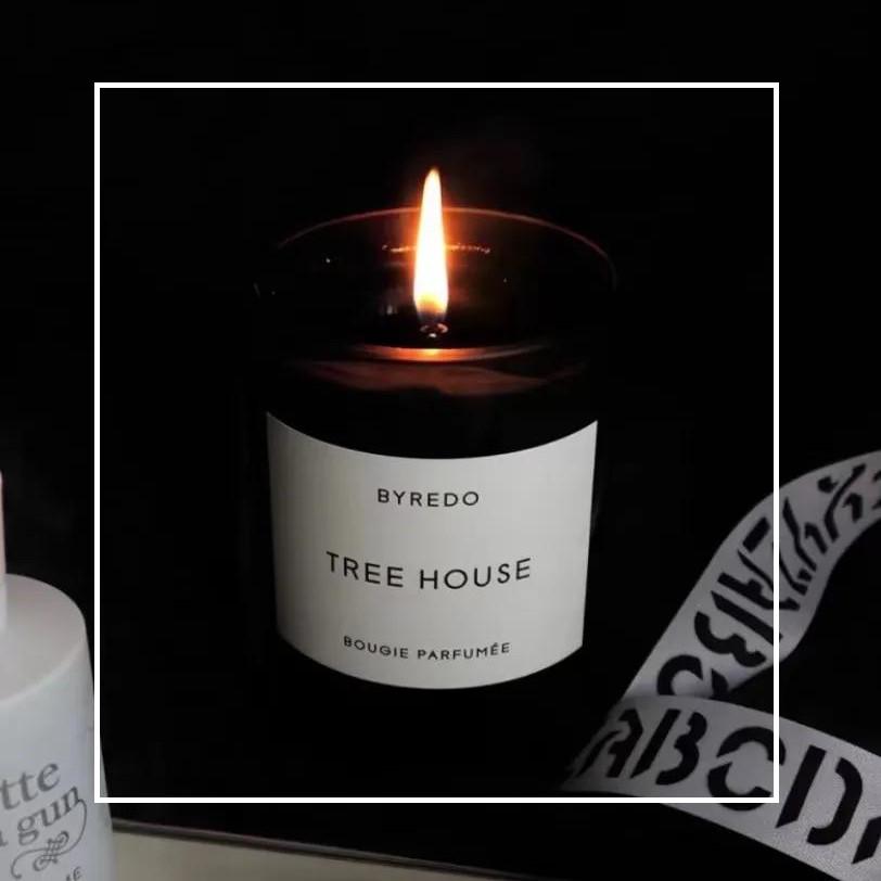 你还记得吗?夏日午后和外婆一起乘凉的竹林。Byredo 森林树屋 香氛蜡烛