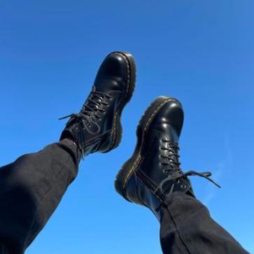 【全球直邮】Gigi Hadid、Kendall Jenner私下最爱穿这单品,超模同款马丁鞋你也能轻松Get!