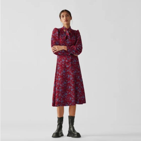 来条秋日里出片率超高的红裙子吧!See by Chloé樱桃红印花连衣裙